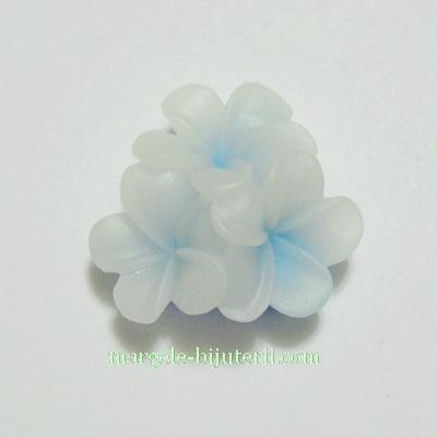 Cabochon rasina, 3 flori bleu cu alb, 21x21x10mm 1 buc
