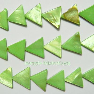Margele sidef, colorat verde deschis, triunghi 14x16x3mm 1 buc
