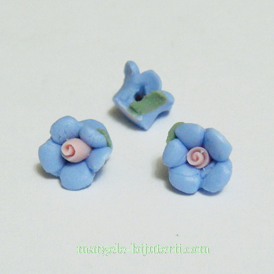 Margele portelan, floare albastra, 9x7mm 1 buc