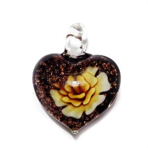 Pandantiv Murano, negru cu floare galbena si glitter auriu, inima 42x32x15mm 1 buc