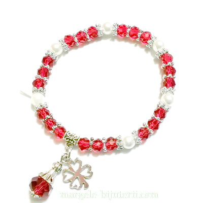 Bratara margele sticla, perle plastic alb, pandantiv trifoi 1 buc