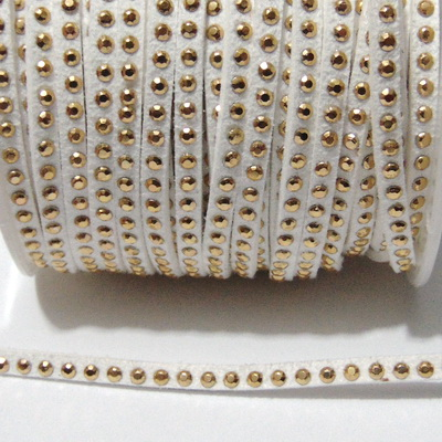 Snur faux suede, alb cu tinte aurii, grosime 3x2 mm 1 m
