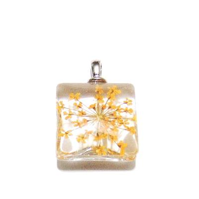 Pandantiv sticla, patrat, 20mm, interior floare portocalie 1 buc