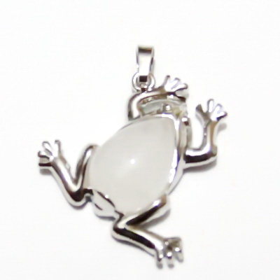 Pandantiv argintiu inchis, broscuta 30x29x7mm, cabochon jad alb, lacrima 18x13mm 1 buc