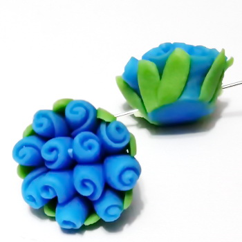 Margele polymer, floricele albastre, 13~17x9~12mm 1 buc
