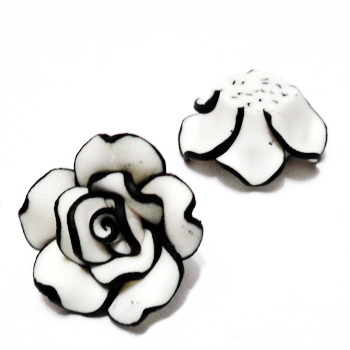 Cabochon polymer, floare alb cu negru, 20x20x10mm, baza 10-12mm 1 buc