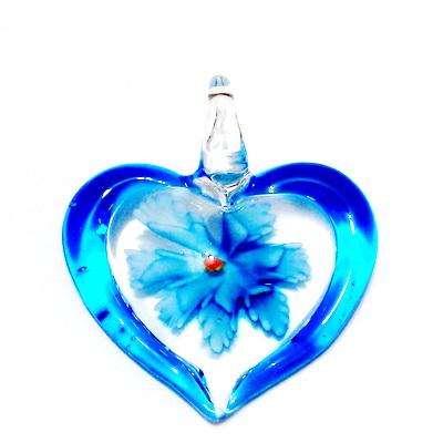 Pandantiv  Lampwork, inima transparenta cu interior floare bleu, 45x42x10mm 1 buc