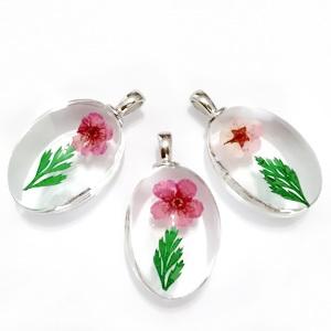 Pandantiv sticla cu interior floare roz cu bordo, 31x18x10~11mm 1 buc