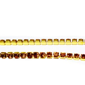 Margele montee rhinestone, insiruite, sticla aurie pe baza aurie, 2x2x2 mm 1 m