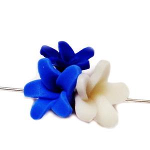 Margele polymer, 3 flori, albastru-alb 18~20x18~19x11~14mm 1 buc
