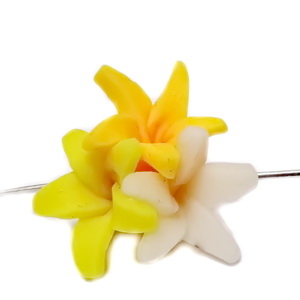 Margele polymer, 3 flori, galben-alb 18~20x18~19x11~14mm 1 buc