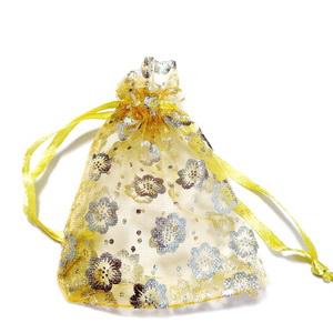 Saculeti organza aurii cu floricele aurii, 9x7cm, interior 7x7cm 1 buc