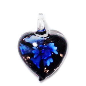 Pandantiv Murano negru cu floare albastra, inima 27x25x8mm 1 buc