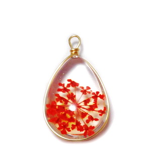 Pandantiv sticla cu flori rosii in interior si accesoriu auriu, lacrima 22~24x13x8mm 1 buc