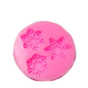 Forma modelaj din silicon roz, 3 forme fulgi de nea, 5.5x1cm 1 buc