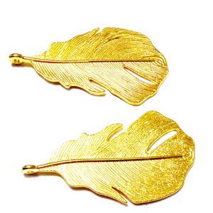 Pandantiv metalic auriu, pana, 48x26x2mm 1 buc