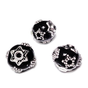 Margele indoneziene negre cu accesorii tibetane,  11~11.5x10.5~11mm 1 buc