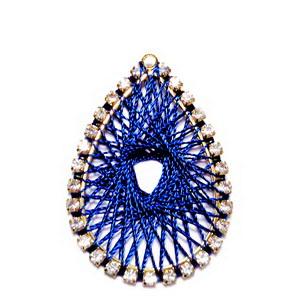 Pandantiv metalic auriu cu strasuri transparente si tesatura ata bleumaren, 37x26x2mm 1 buc
