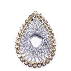 Pandantiv metalic auriu cu strasuri transparente si tesatura ata gri, 37x26x2mm 1 buc
