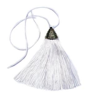 Ciucuri ata alba cu accesorii plastic cu aspect tibetan, 80x20x11mm 1 buc