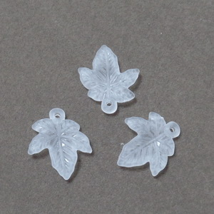 Frunza acrilica, frosted, alba,  18x15x1.5mm 1 buc