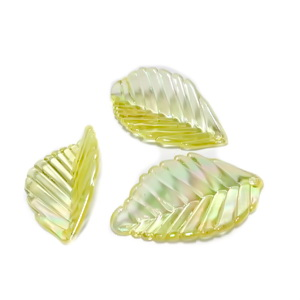 Frunza plastic transparent, galben coniac cu reflexe AB, 35x18x6.5mm 1 buc