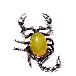Brosa/pandantiv tibetan cu cabochon jad galben de 20x15mm, scorpion, 53x36mm 1 buc