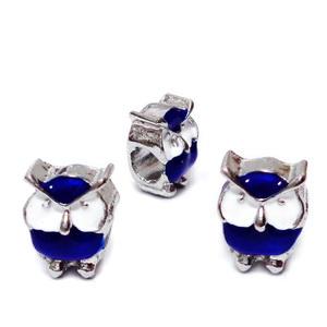 Margele tip Pandora, metalice, emailate, albe cu albastru, bufnita 12x9x8mm  1 buc