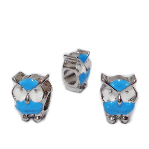 Margele tip Pandora, metalice, emailate, albe cu bleu, bufnita 12x9x8mm  1 buc