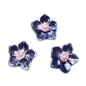 Cabochon rasina bleumaren, sidefat, floare 12.5x12.5x3.5mm 1 buc