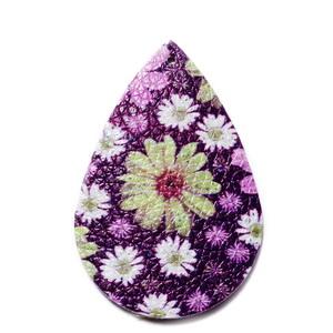 Pandantiv piele ecologica, violet cu flori multicolore, lacrima 55x35x2mm 1 buc