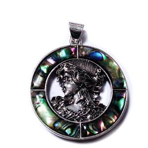 Pandantiv argintiu antichizat cu scoica paua si camee, 58x45x5.5mm 1 buc