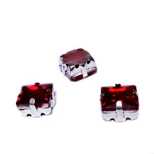 Margele montee rhinestone, sticla, patrate, rosii, 8x8x5.5mm 1 buc