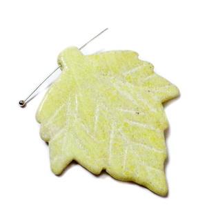Pandantiv jad-lamaie, frunza 45~55x41~46x6~7mm 1 buc