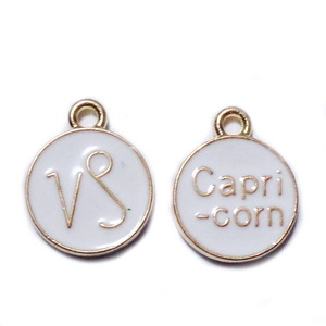 Pandantiv metalic emailat, auriu cu alb, CAPRICORN, 15x12x2mm 1 buc