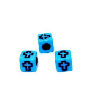 Margele plastic bleu, cubice, cu cruciulite negre, 6x6x6mm 10 buc