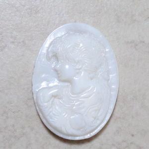 Cabochon sidef alb cu camee, 30x22mm 1 buc