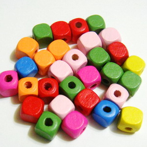 Margele lemn multicolore, cubice, 10mm 10 buc