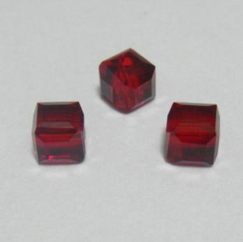 Margele sticla rosu-inchis, cubice cu muchii tesite, 4x4mm 1 buc