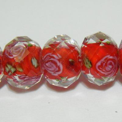 Margele sticla, lampwork, rosii cu floricele roz, multifete, 12x9mm 1 buc