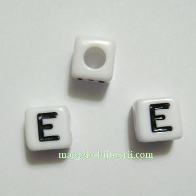 Margele alfabet, plastic alb, cubice 7x7x7mm, litera E 1 buc