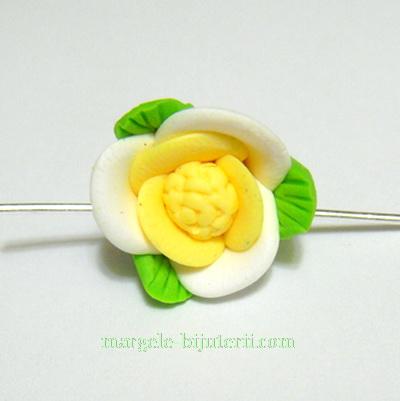 Margele polymer, floare alb cu galben, 15mm 1 buc