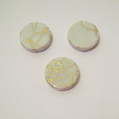 Margele plastic plate albe  cu auriu 18mm 1 buc