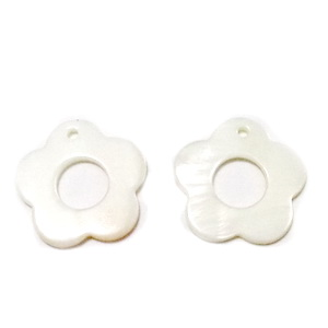 Pandantiv sidef, alb, floare 24x2.5mm 1 buc